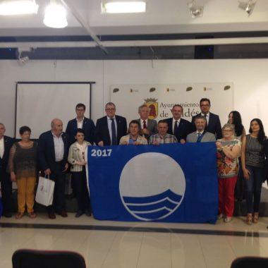 Entrega de Banderas Azules a playas, senderos y centros de Asturias en Luarca