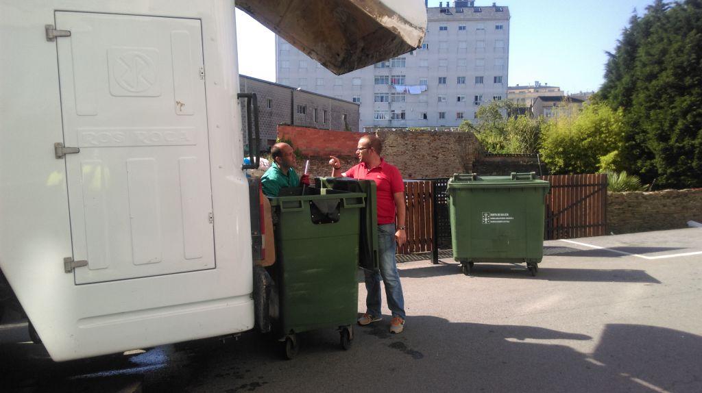 El ayuntamiento de Ribadeo adjudica la limpieza de 500 contenedores de basura orgánica en julio y 200 en agosto