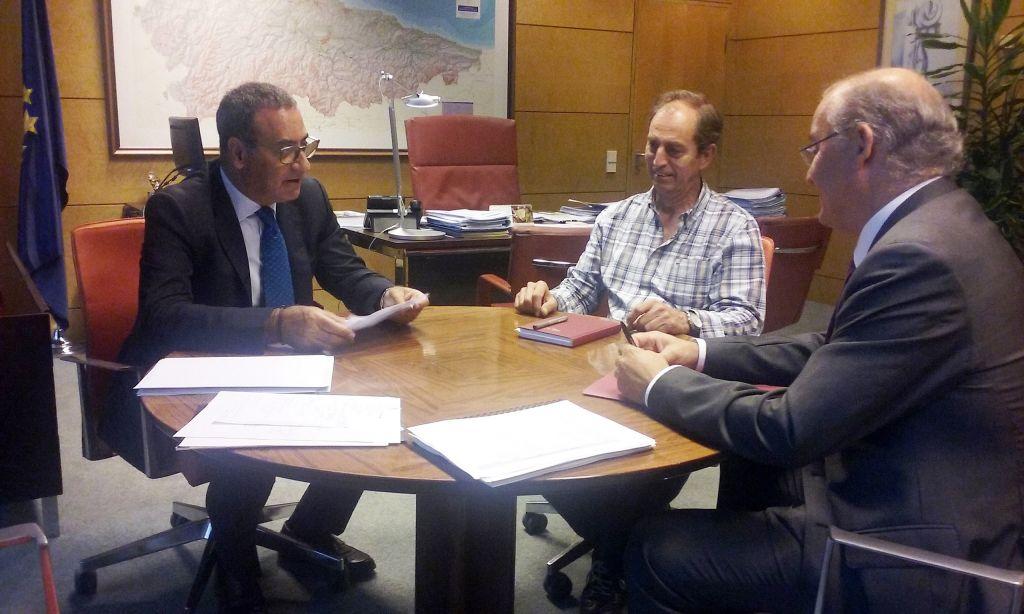La Consejería de Infraestructuras mejorará el trazado de la carretera AS-12, Navia- Grandas de Salime