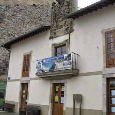 El ayuntamiento de Valdés busca nueva ubicación en Luarca para la Oficina de Turismo municipal