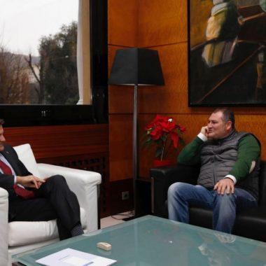 El alcalde de Vegadeo, satisfecho tras la entrevista mantenida con el presidente del Principado