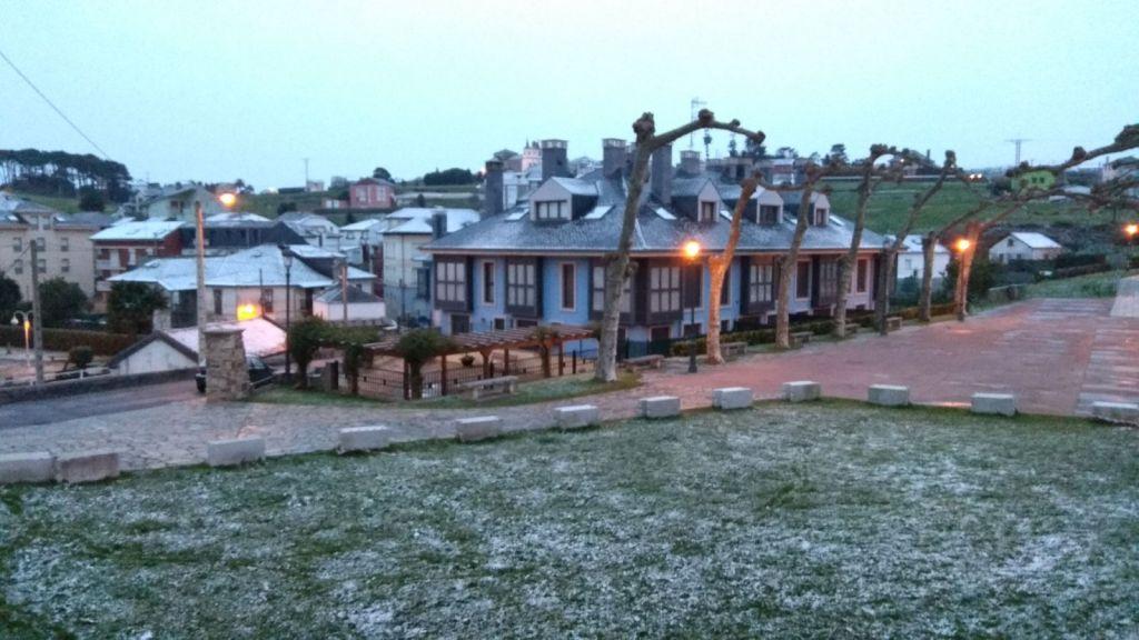 """Santa Eulalia de Oscos: la nieve, este miércoles, un """"juego de niños"""" en comparación con la nevada anterior"""