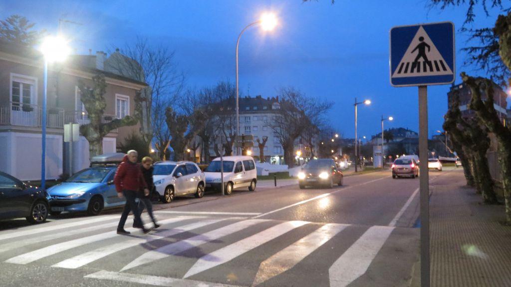 Ribadeo prueba nuevos sistemas de iluminación para mejorar la seguridad peatonal en los pasos de cebra