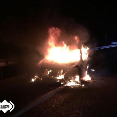 Extinguido un incendio de un vehículo en Valdés
