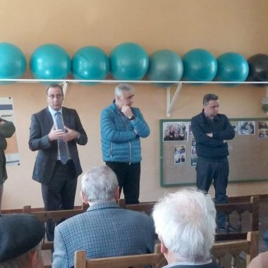 """El alcalde de Castropol, satisfecho con la obra, """"tan necesaria"""", de la carretera Samagán- Lagar"""