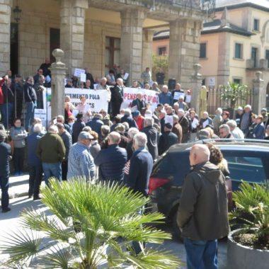 Concentración de pensionistas en Ribadeo