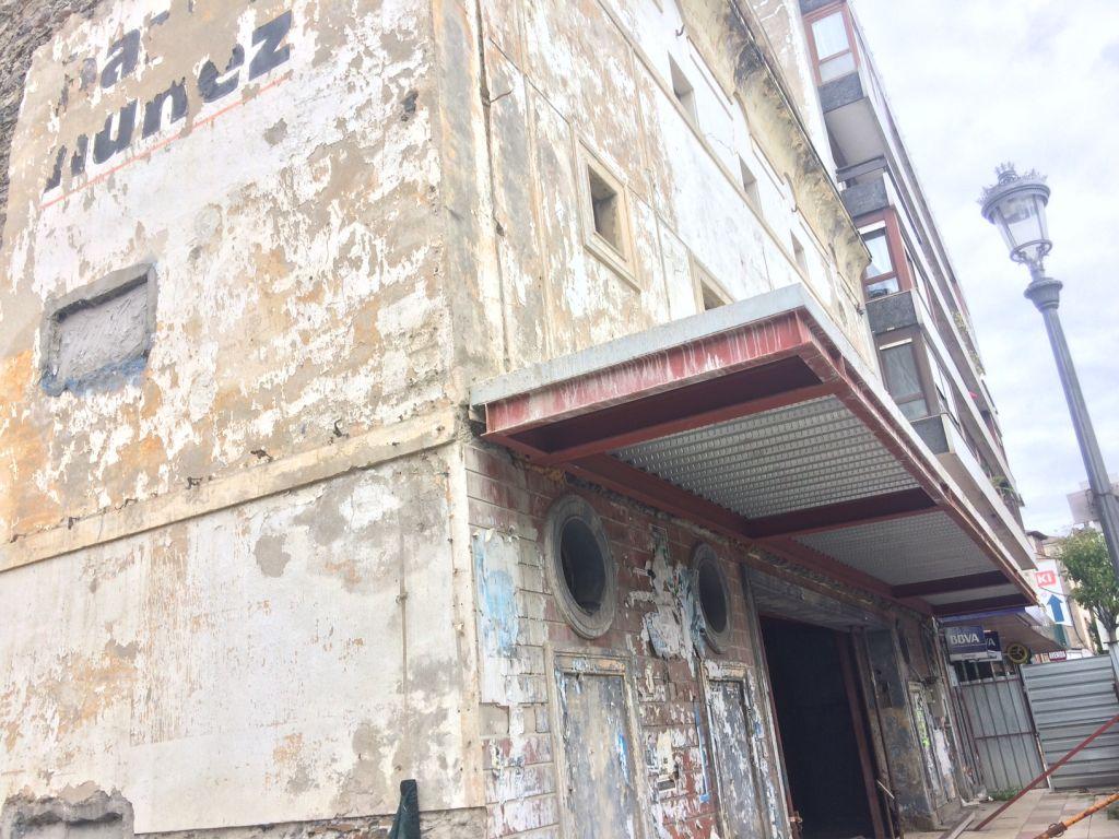 El alcalde de Navia asegura que la rehabilitación del Fantasio no supera el presupuesto inicialmente previsto para esta obra