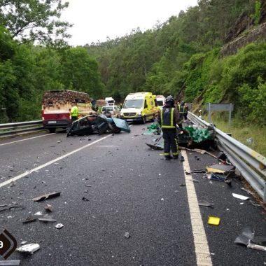 Fallecen tres jóvenes en un accidente de tráfico en la CN-640, en San Tirso de Abres