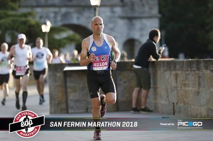 El atleta naviego Carlos Pedrosa, correrá 12 maratones este año con un fin Solidario