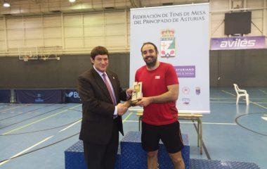 El luarqués Salvador Alfonso, mejor Jugador de la temporada en el Top 8 Internacional de Asturias de Tenis Mesa