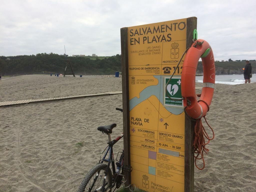9 socorristas y 2 patrones de embarcación para vigilar las playas del concejo de Navia