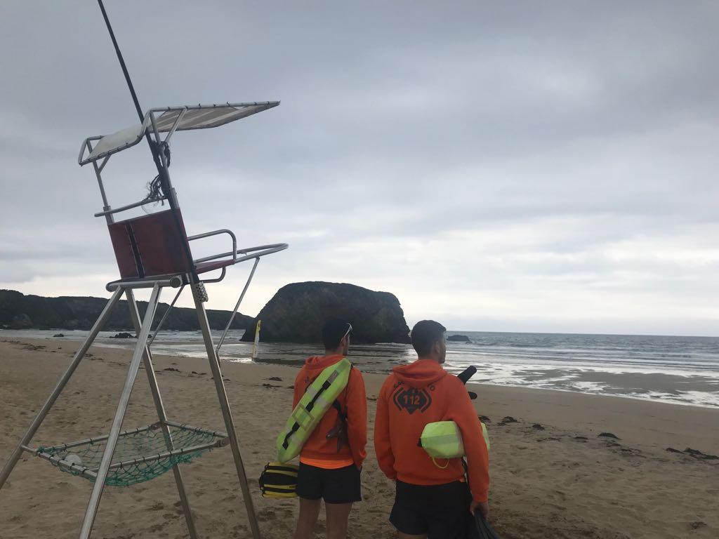 """Rodrigo Vijande (Salvamento Playas Castropol): """"lo primero que debemos hacer al llegar a la playa es buscar la torre de salvamento"""""""