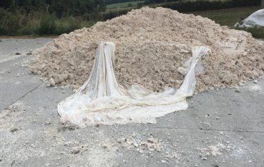 """La Coordinadora Ecologista denuncia que """"un residuo peligroso"""" retirado de Llanera acaba en el campo gallego"""