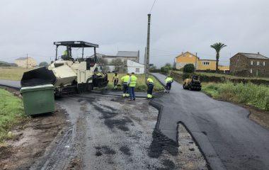 Continúan las obras de mejora de accesos por las parroquias de Ribadeo