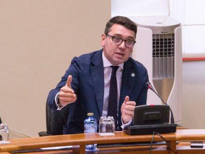 Daniel Vega (PP Ribadeo) cree necesario fomentar la industria y dotar de un mejor saneamiento al concejo