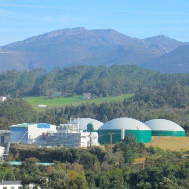 """La planta de tratamiento de purines de Navia acometerá las mejoras necesarias para """"reducir a cero, olores y molestias"""""""