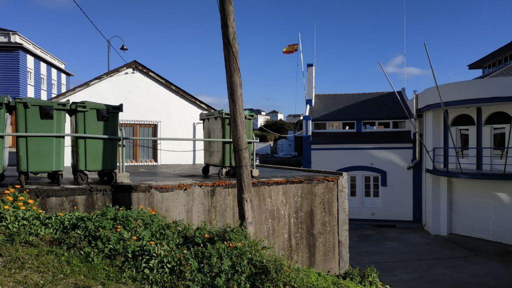 El ayuntamiento de Navia reparará la cubierta del inmueble que alberga las cámaras frigoríficas de la Cofradía de Pescadores de Puerto de Vega