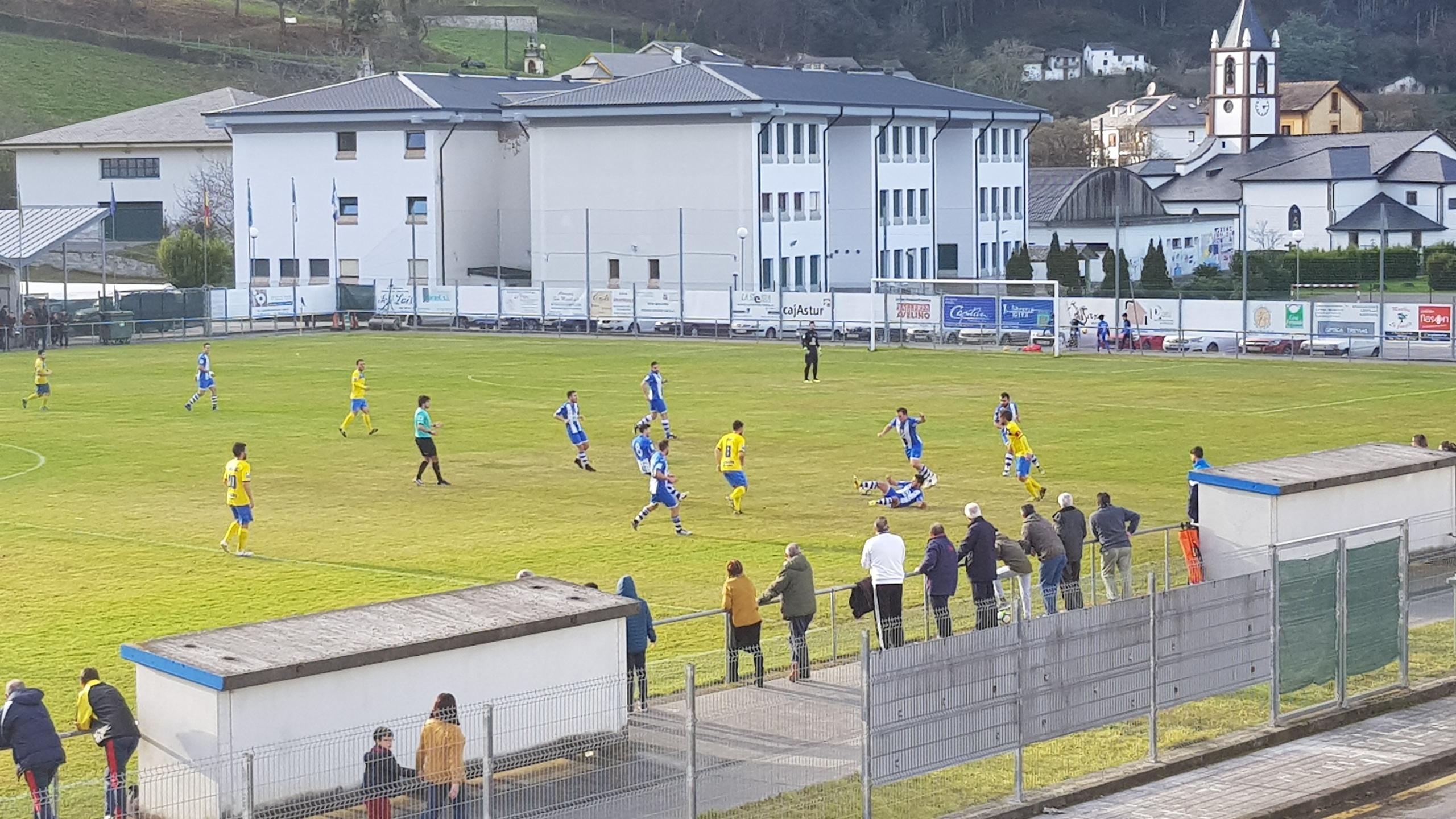 El Treviense se mantiene fuerte en San Miguel y golea al Muros (4-1)