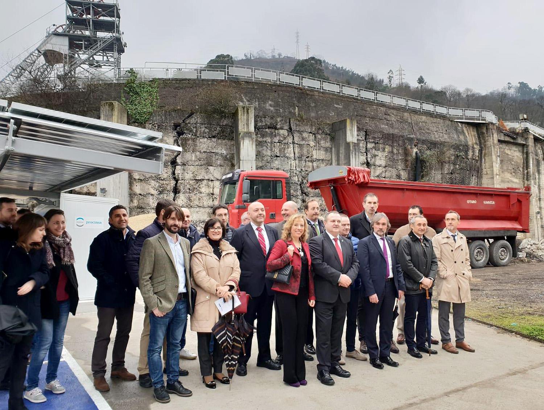 Inaugurada en Mieres la primera estación autónoma de recarga para vehículos eléctricos