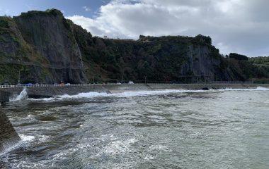 Costas acometerá en julio la reparación de la carretera de acceso a las playas de Luarca