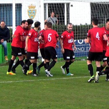 El Luarca gana en su primer partido oficial en el Campón ante el Puerto Vega (0-1)