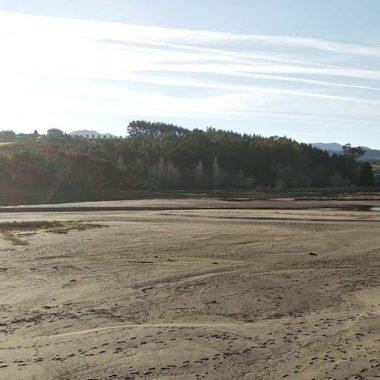 La Plataforma Salvemos La Poza (Navia) denuncia el acúmulo de arena en ese espacio