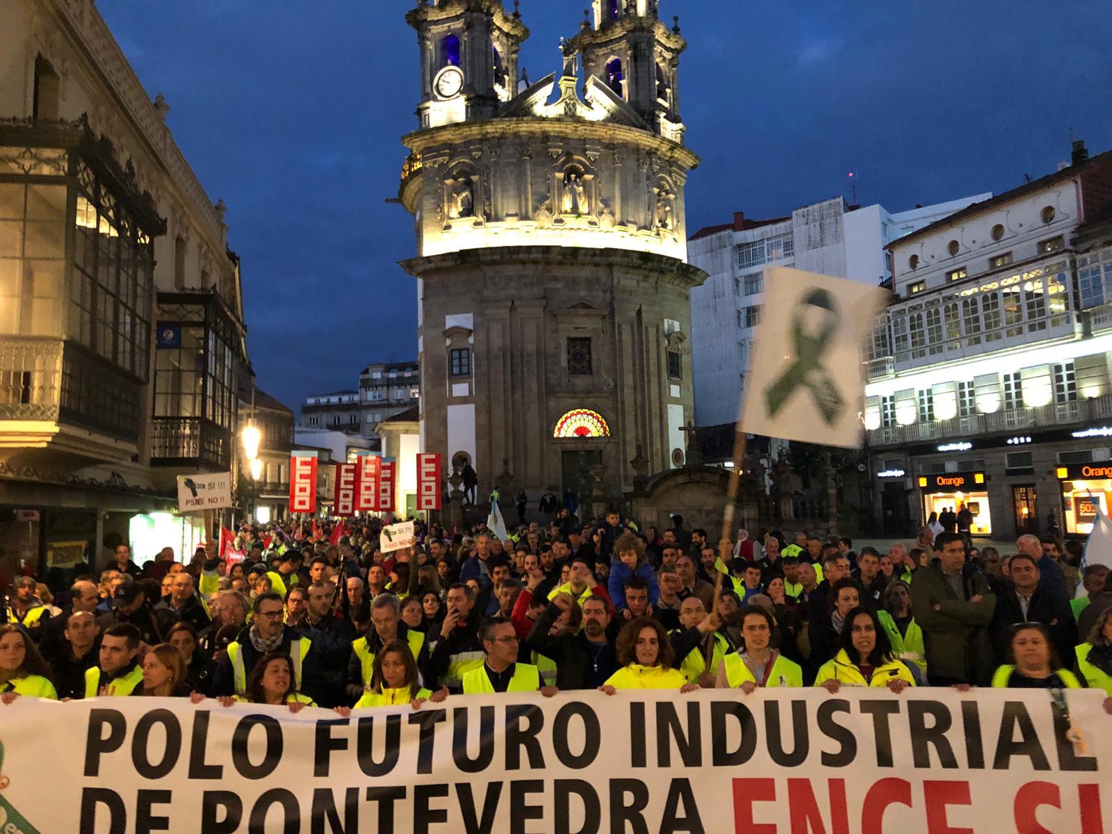 Multitudinaria manifestación en defensa de la continuidad de Ence-Pontevedra