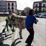 Traslado de La Vaca del Parque de El Medal (de Vegadeo) para su restauración