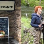 Marta Geada, pescó esta mañana el Campanu del Eo que pesó cerca de 7 kilos