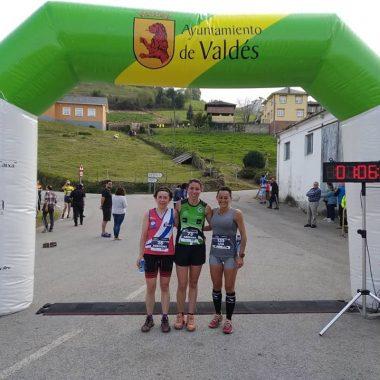 Nayo Villanueva y Adriana Suárez, ganadores del I Trail del Tamburiello disputado en Setienes (Valdés)