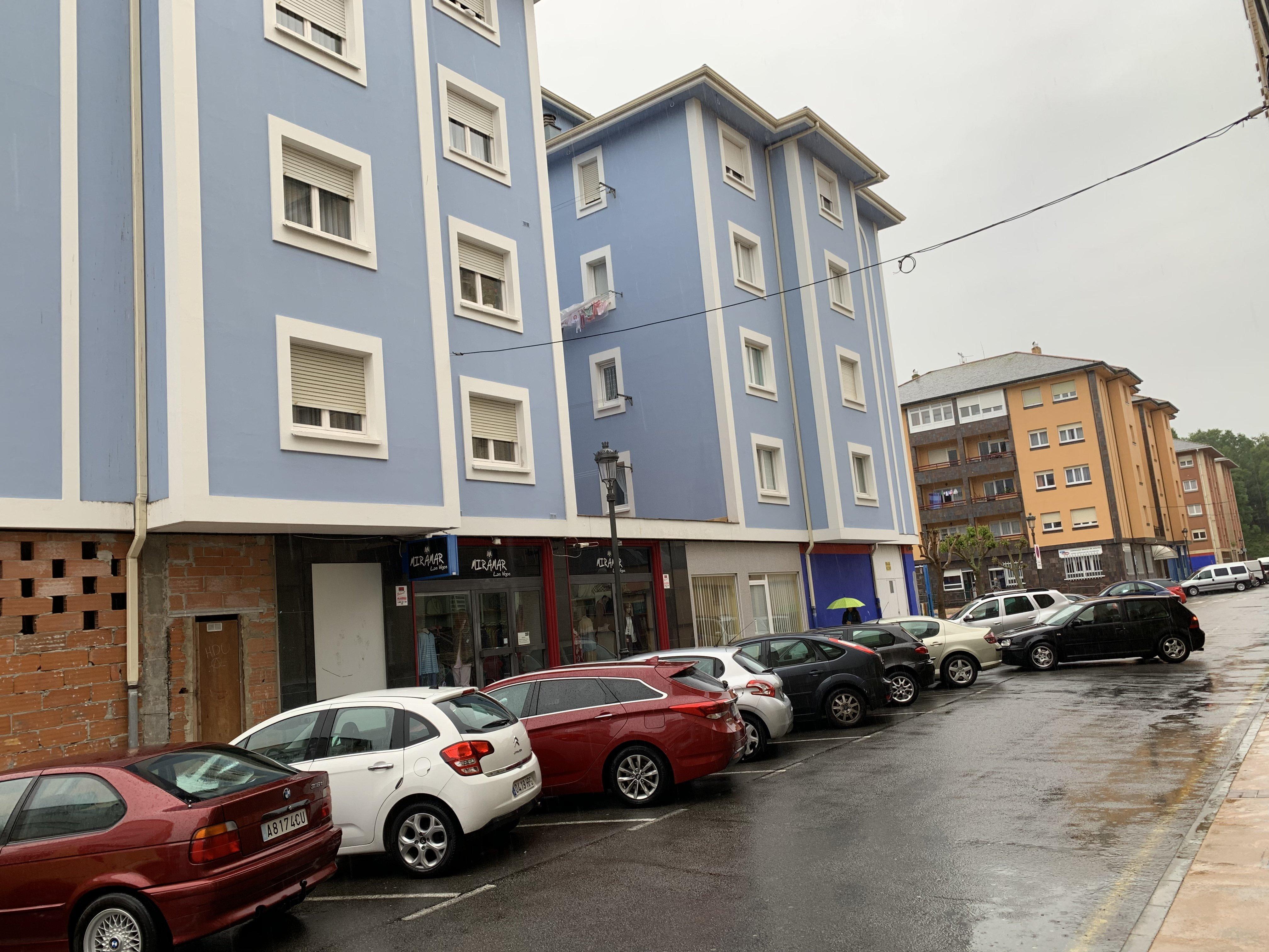 Sólo unos pocos vecinos de Las Veigas de Navia tuvieron oportunidad de adquirir en propiedad, una vivienda social