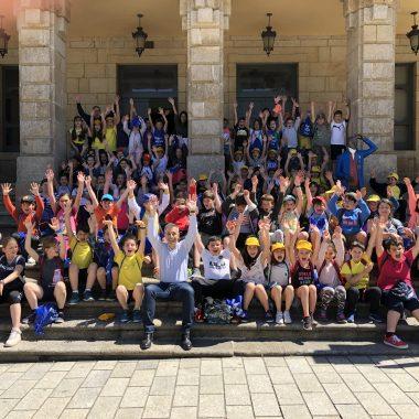 Escolares de Ribadeo y Monforte visitan la casa consistorial ribadense