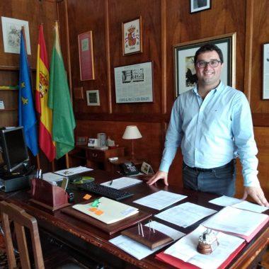 """Óscar Pérez (alcalde de Valdés): """"La seguridad sanitaria favorece la llegada de visitantes"""""""