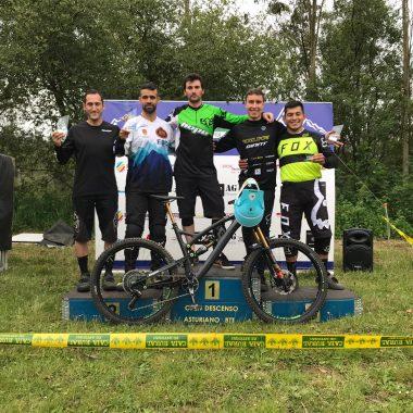 Iván Runza (Club Cuetos Bike), vencedor del Descenso BTT de Presno (Castropol)