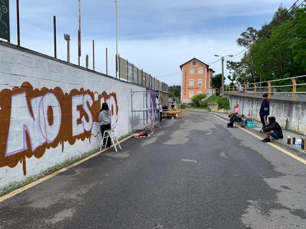 """""""Hay que visibilizar la violencia y las desigualdades que sufrimos las mujeres y ésta es una buena forma"""" (Concurso Graffitis Navia)"""