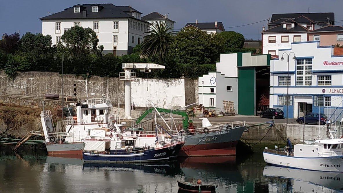 Termina el dragado del puerto de Puerto de Vega (Navia)