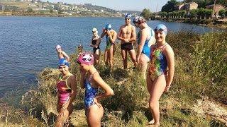 Los nadadores naviegos inician sus entrenamientos en la Ría para el 62 Descenso
