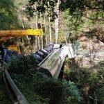 El conductor de un camión, ileso tras salirse de la vía en Illaso (carretera Villayón-Boal)