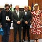 Entrega a Luis Hevia (Gerente del Área Sanitaria IV) del Premio a las Prácticas Seguras