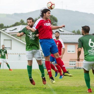 Empate a un gol en el partido La Caridad-Puerto Vega disputado en El Este