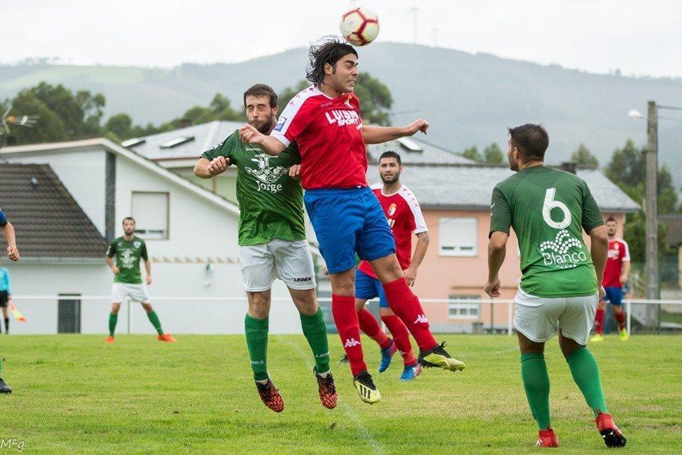 El Puerto Vega estrena el año con victoria ante La Caridad (2-1).