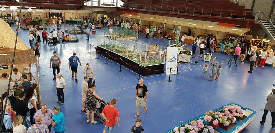 La Feria Eco-21 de Vegadeo continúa cosechando éxitos