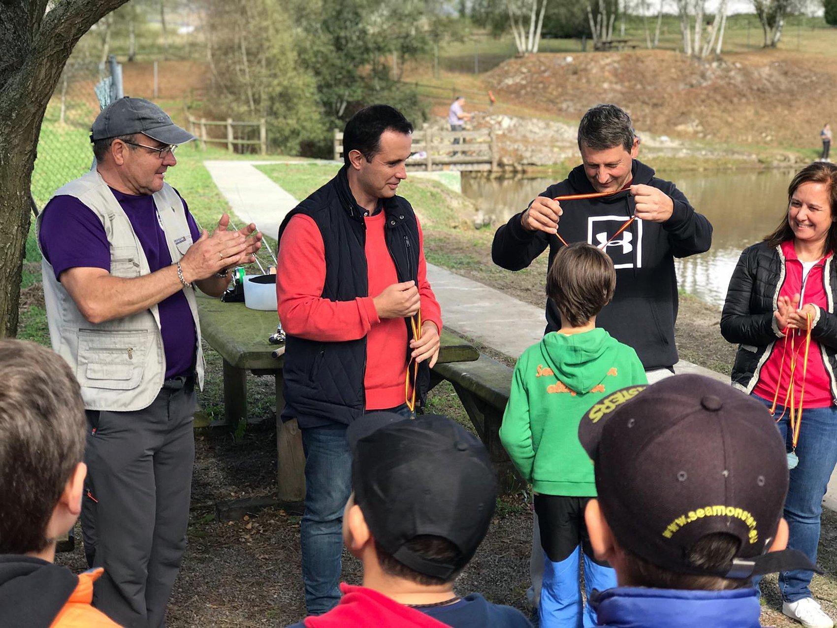 El Director General de Medio Ambiente asistió al Campeonato de Pesca Infantil de Tineo