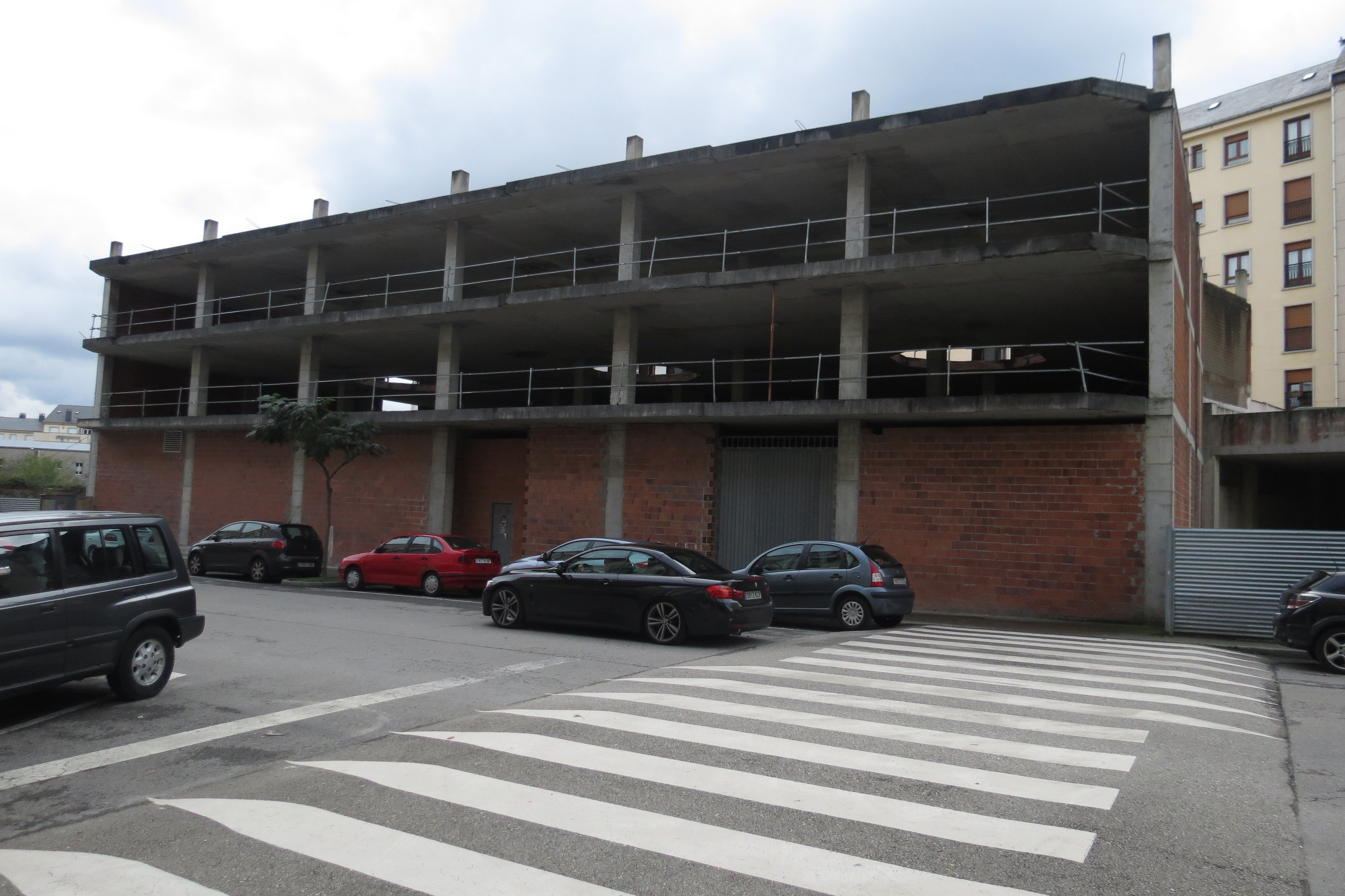 Un convenio entre Ministerio de Fomento, Xunta de Galicia y Ayuntamiento de Ribadeo permitirá disponer de 40 viviendas de alquiler social