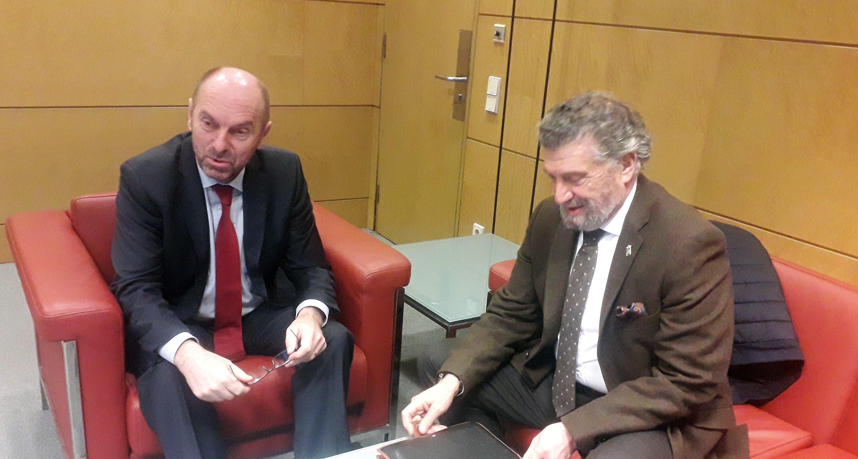 Infraestructuras portuarias o el PGOU, asuntos que abordaron el alcalde de Navia y el consejero de Infraestructuras