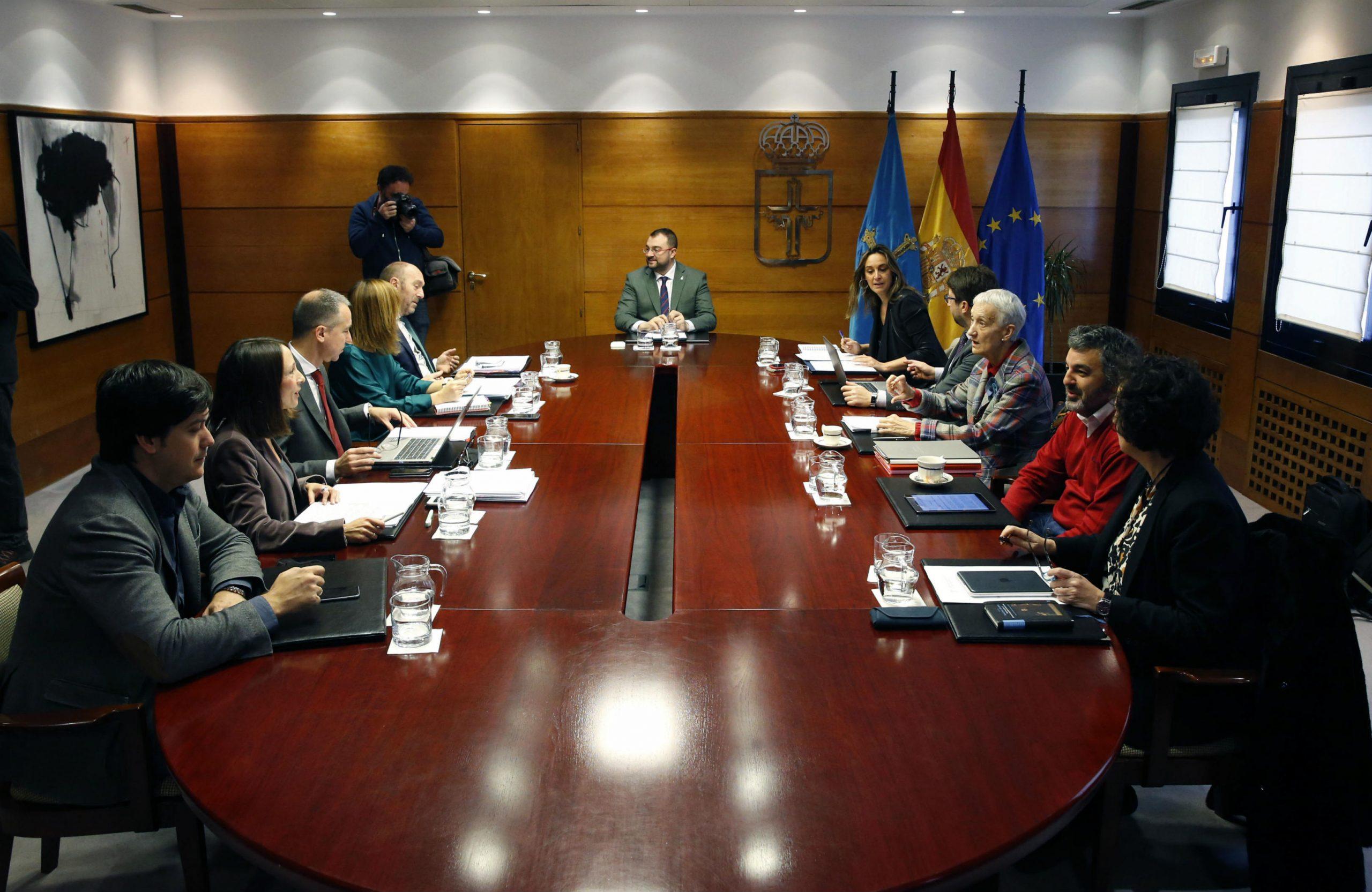 El proyecto de presupuestos regionales contempla 12,8 millones de euros para incorporación de jóvenes y planes de mejora en explotaciones
