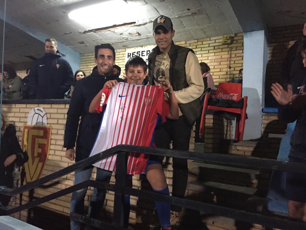 Djurdjevic y Diego Mariño participaron esta tarde en La Veigona en la Jornada de Puertas Abiertas de la Escuela de Tecnificación de Luarca
