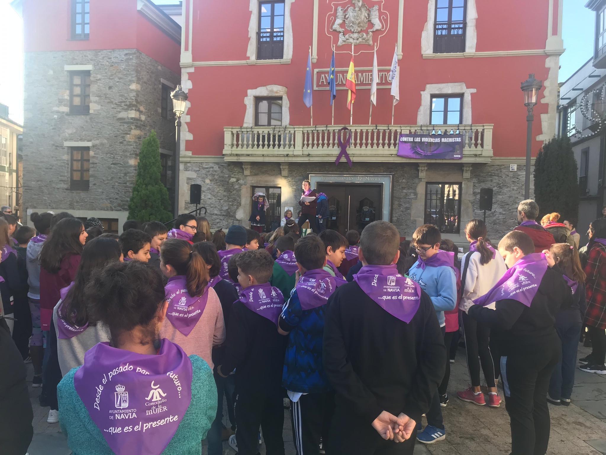 """Marga Suárez (concejala Mujer Navia): """"por primera vez, en el manifiesto que se aprueba en Pleno, se oye la voz de l@s niñ@s"""""""