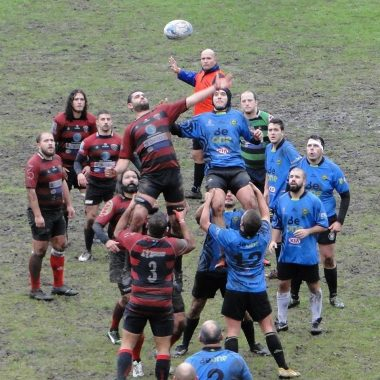 El Beone Rugby Tapia cae derrotado en Oviedo ante el Cowper Universidad en un partido donde presentó las equipaciones para la temporada