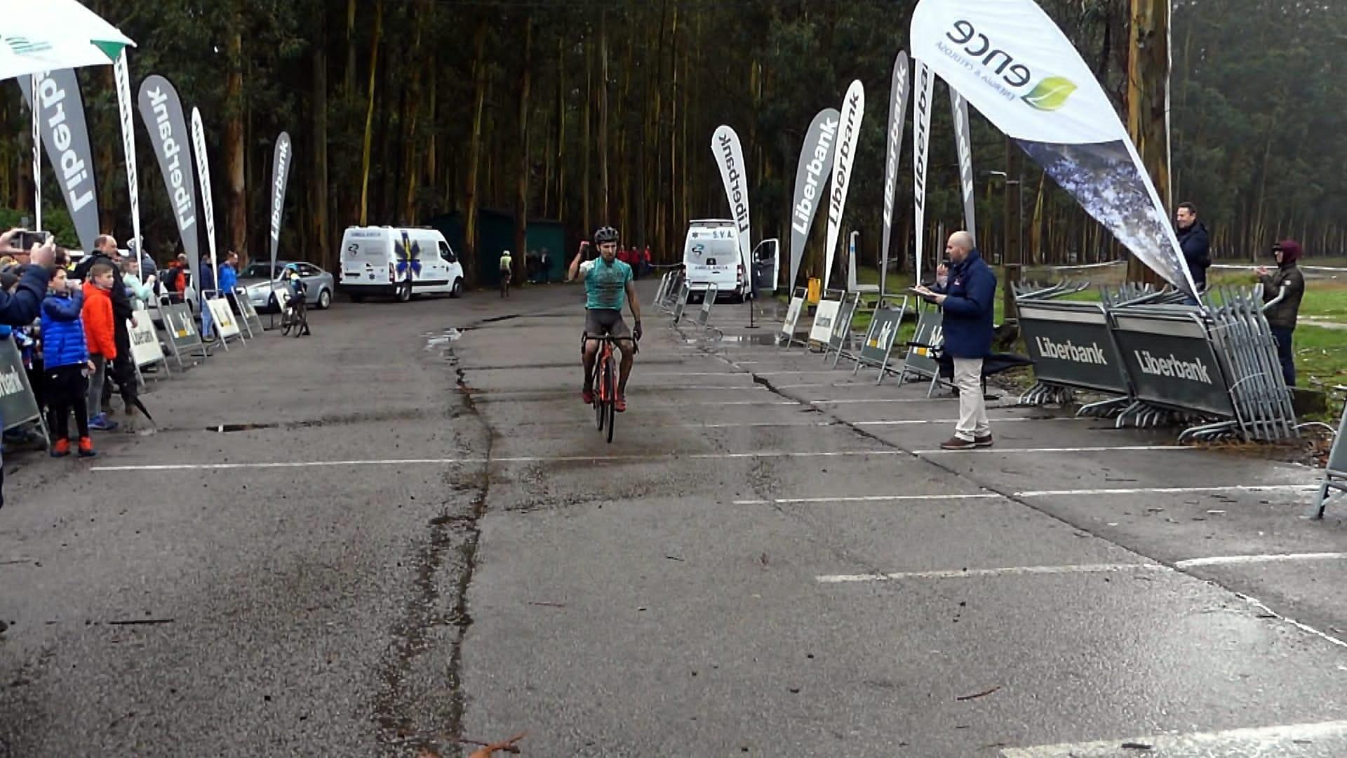 Triunfo del cántabro Alejandro Iglesias y la asturiana Paloma Cornejo, en el Ciclo-Cross Villa de Navia